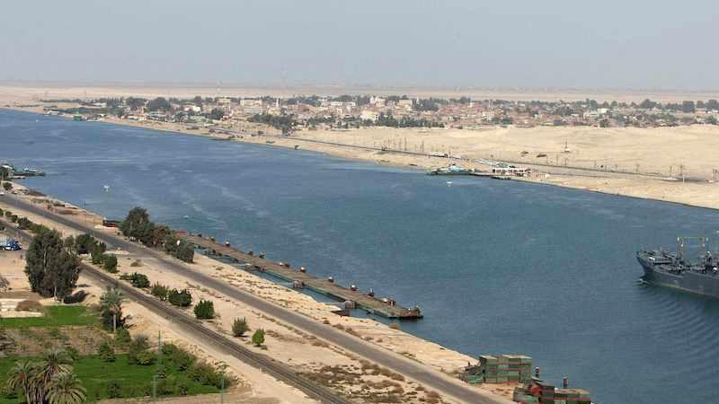 Süveyş Kanalı'nda zircirleme gemi kazası