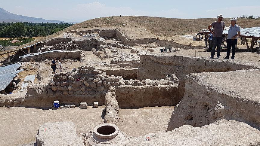 Helenistik döneme ait 2 bin 100 yıllık tapınak  bulundu!