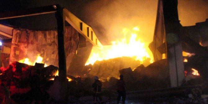 Urfa'da fabrika alev alev yandı