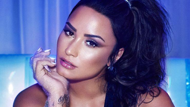 Amerikalı Demi Lovato hastaneye kaldırıldı!