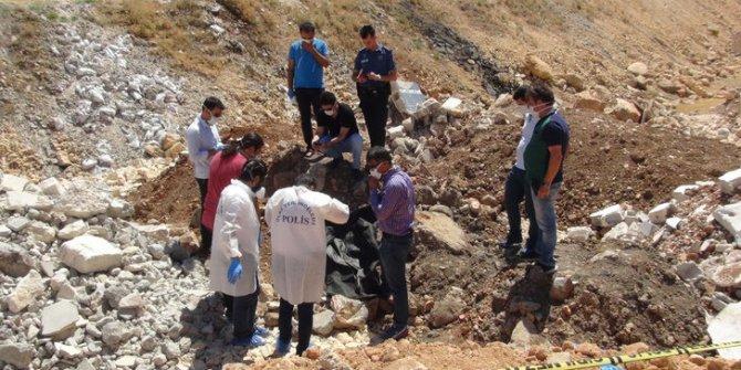 Şanlıurfa'da toprağa gömülü çocuk cesedi bulundu