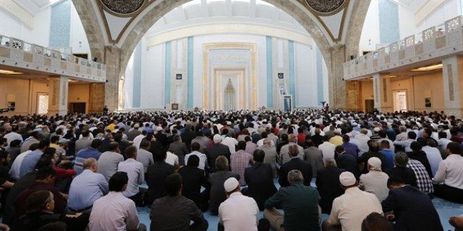 """""""Kurban sadakatin Allah'a itaat ve teslimiyetin göstergesidir"""""""