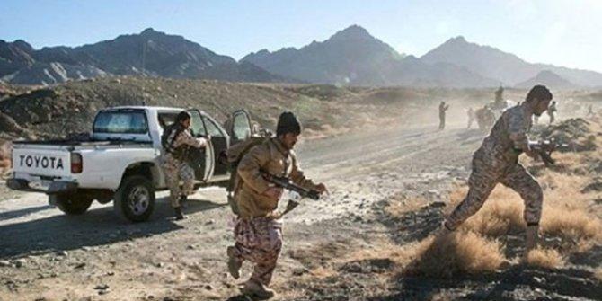"""Devrim Muhafızları ve """"bir grup silahlı terörist""""  arasında  çatışma: 11 ölü"""