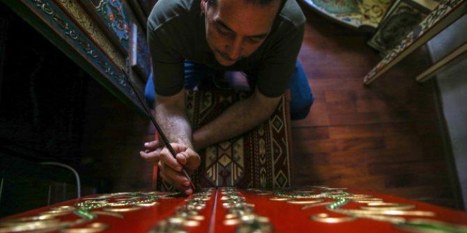 Suriyeli ahşap süsleme sanatçısı Hisham Magik