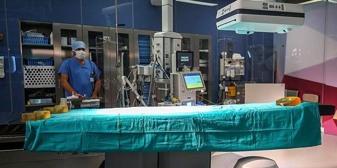 Türkiye'nin ilk 3'lü hibrit ameliyathanesi dünyaya kafa tutuyor