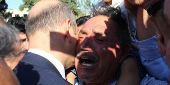 Şehit babası Bakan Soylu'ya sarılıp intikam istedi!