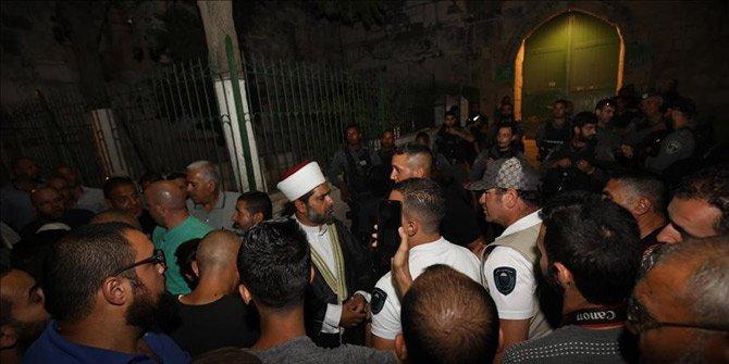İsrail polisinden Mescid-i Aksa kapısındaki Filistinlilere müdahale