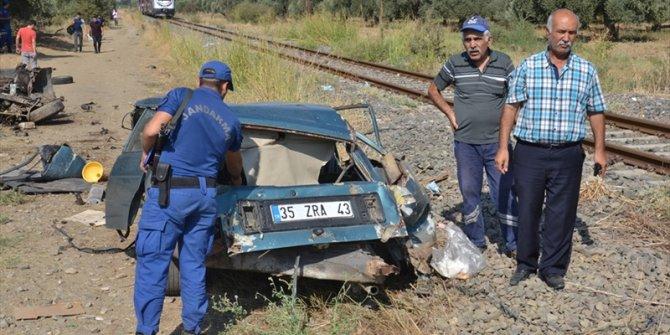 İzmir'de feci kaza!Tren ikiye böldü...