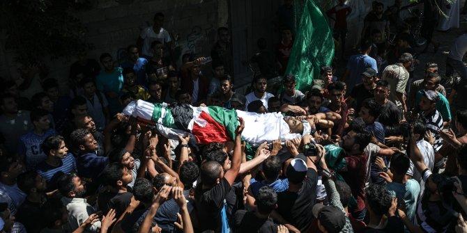 İsrail saldırısında şehit düşen biri çocuk 3 Filistinli toprağa verildi!