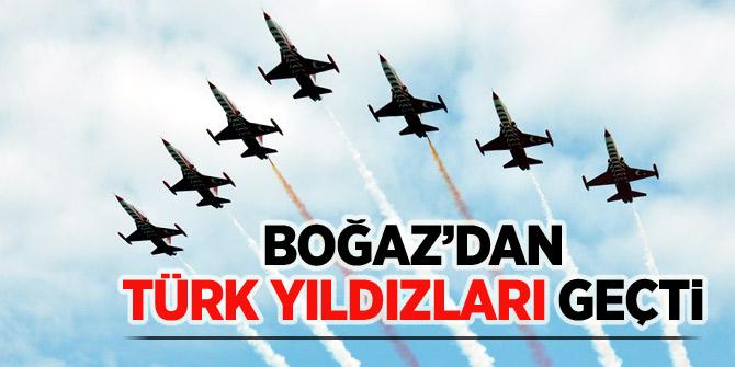Boğaz'dan Türk Yıldızları geçti