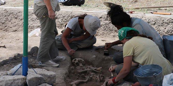 Höyükten 8 bin 750 yıllık  tarım aletleri çıktı