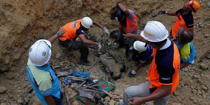 Filipinler'deki heyelan! Enkaz altındakiler cep telefonuyla mesaj atıyor