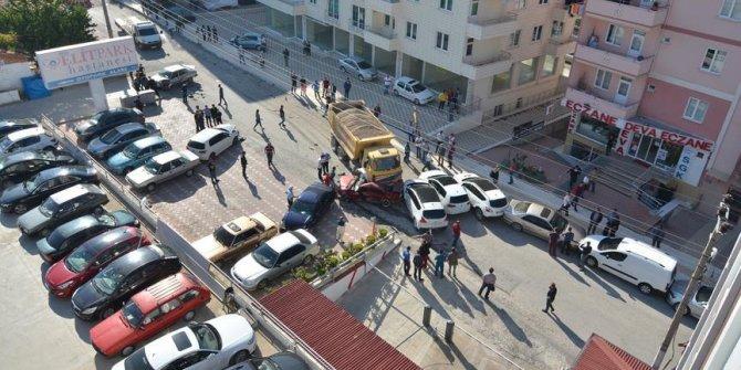 Freni patlayan kamyon 12 araca çarparak durdu
