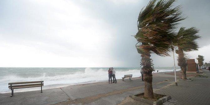 Ege ve Marmara'nın batısında şiddetli fırtına uyarısı