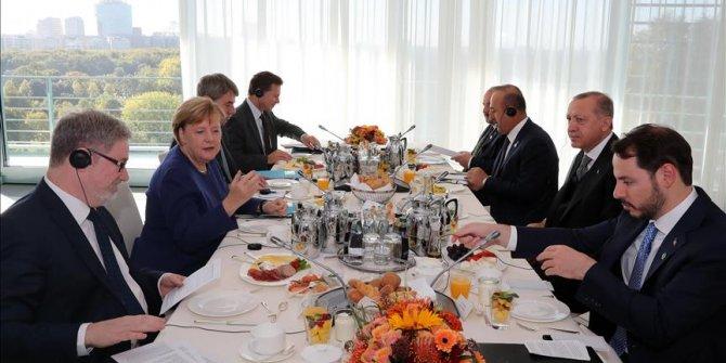 Erdoğan ve Merkel çalışma kahvaltısında görüştü