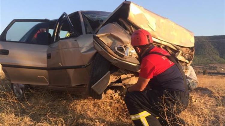 Denizli'de otomobil şarampole devrildi: 2 ölü, 3 yaralı