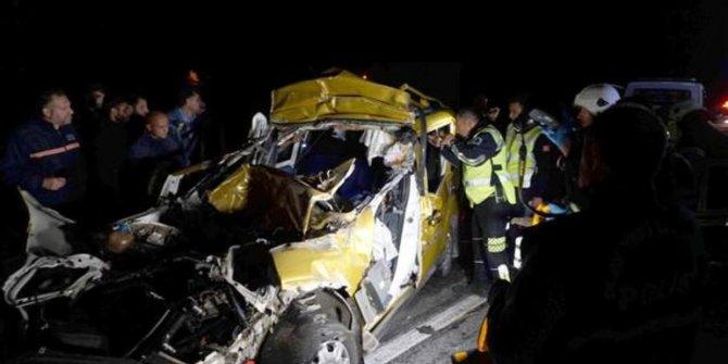 Tekirdağ'da Tır'a arkadan çarpan araçta 2 kişi öldü!