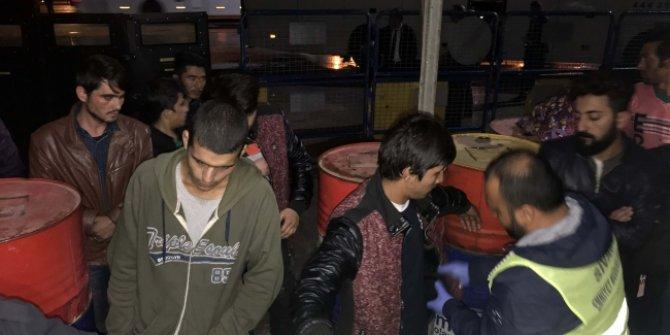 Sivas'ta Yolcu otobüsünde 17 düzensiz göçmen yakalandı!