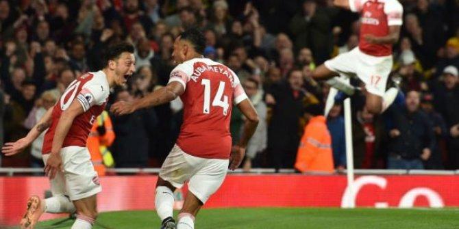 Arsenal, Leicester City'yi 3-1 yendi! Mesut Özil tarihe geçti!