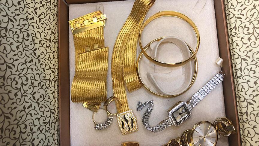 Suriyeli kızın bulduğu altın dolu kutu sahibine teslim edildi