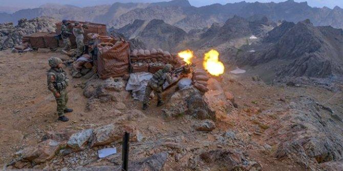 Teröristlerin sınır ötesinden taciz ateşlerine karşılık: 17 terörist etkisiz hale getirdi.