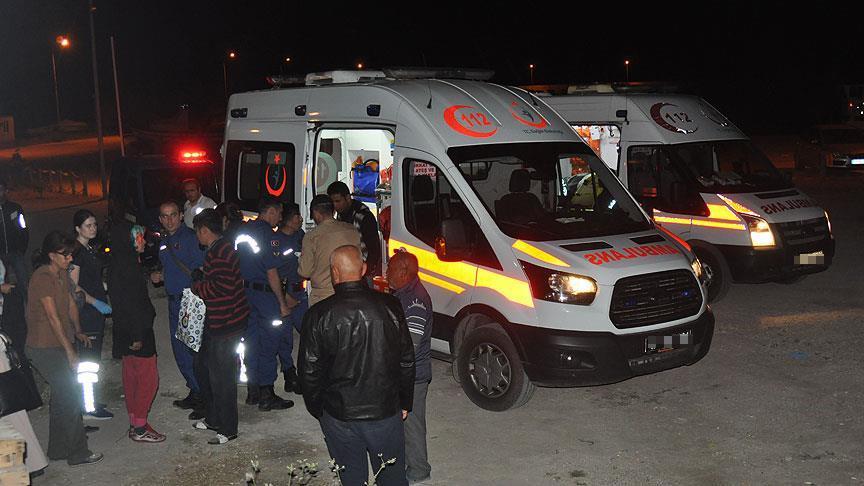 Van'da düzensiz göçmenleri taşıyan minibüs şarampole yuvarlandı