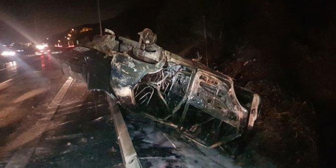Kocaeli'de feci kaza! Devrilen araç alev aldı