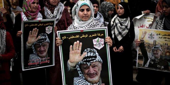 İsrail güçlerinden Arafat'ı anma etkinliği sırasında okul baskını