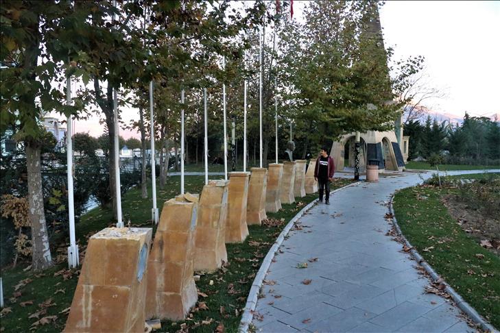 Isparta'da bir parktaki 9 bronz büst çalındı