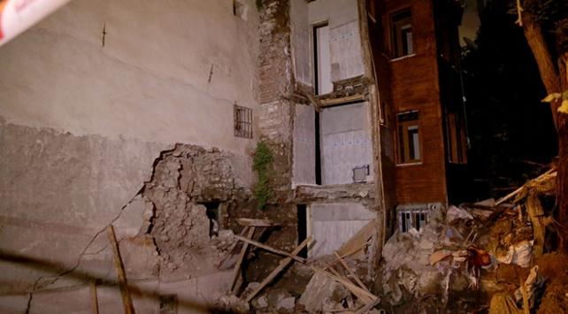 İstanbul Fatih'te çökme riski nedeniyle 2 bina boşaltıldı