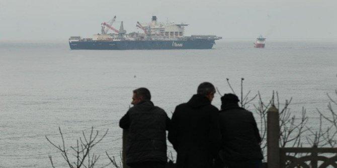 Dünyanın en büyük inşaat gemisi vatandaşların ilgisini çekti