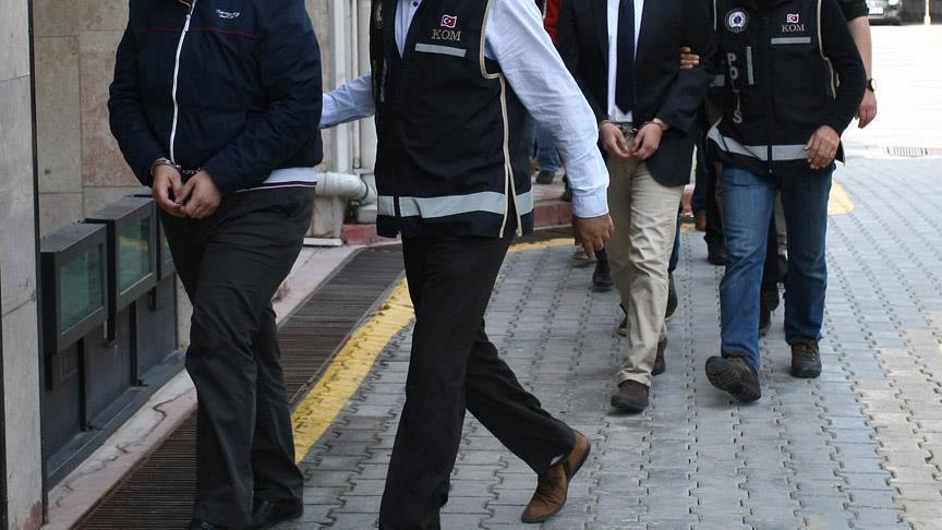 FETÖ'nün 'askeri mahrem yapılanmasına' operasyon: 8 gözaltı