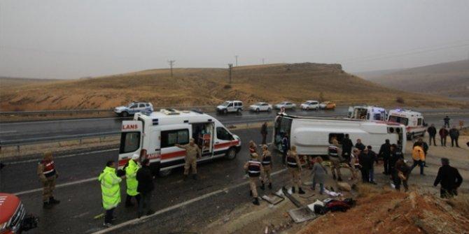 Malatya'da yolcu midibüsü devrildi: Çok sayıda ölü ve yaralı var