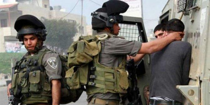 İsrail askerleri 20 Filistinliyi gözaltına aldı!