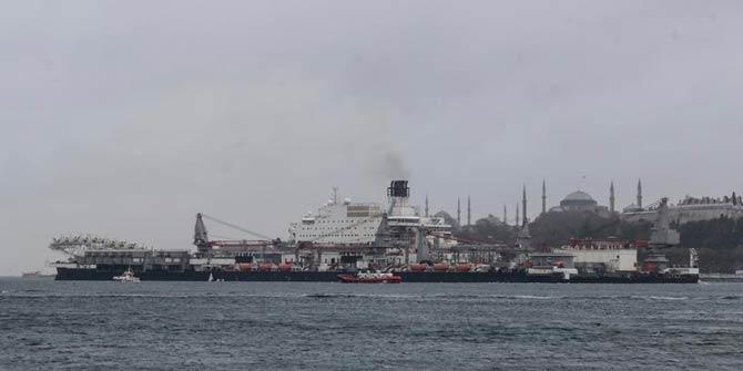 Dünyanın en büyüğü! İstanbul Boğazı'ndan böyle geçti