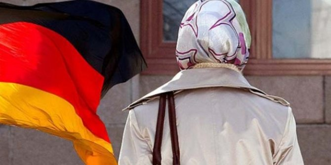 Almanya'da başörtülü çalıştırılmayan öğretmene tazminat