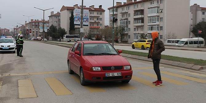 Yayalara yol vermeyen sürücülere ceza kesildi