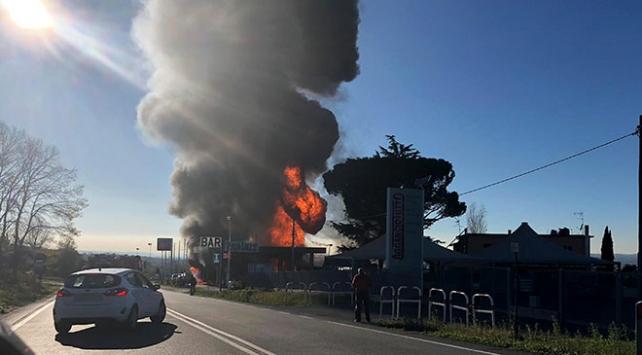 İtalya'da benzin istasyonunda yangın ve patlama: 2 ölü, 17 yaralı