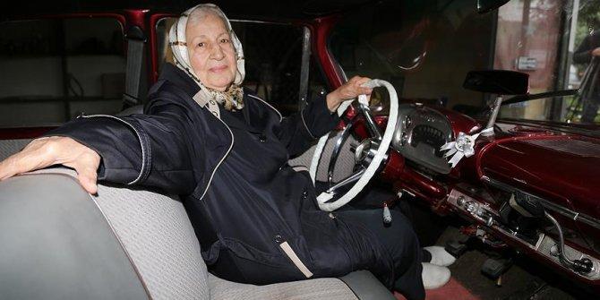 Eşinden kalan otomobile gözü gibi bakıyor