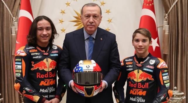 Cumhurbaşkanı Erdoğan milli motosikletçileri kabul etti