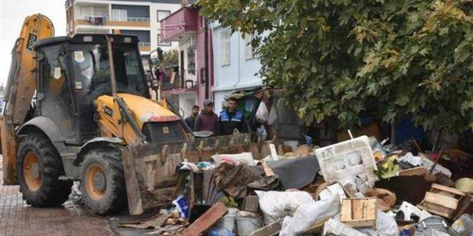 Mersin'in Tarsus ilçesinde  evden 22 kamyon çöp çıktı!
