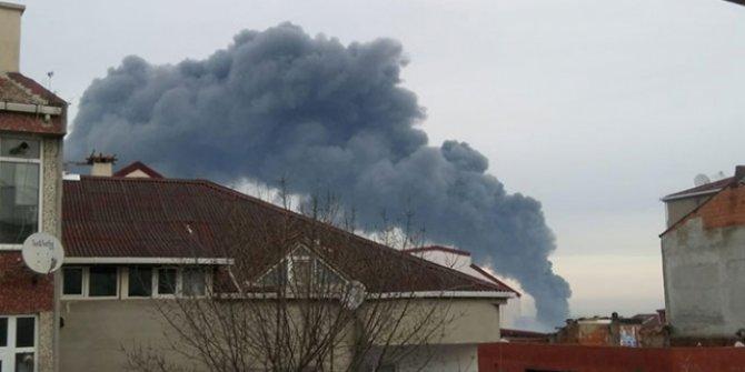 Arnavutköy'de 3 katlı fabrikada yangın