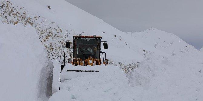 Van'da karla mücadele devam ediyor!