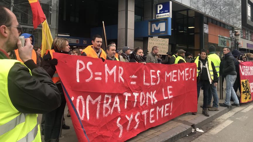 Brüksel'de 'sarı yelekliler' protesto düzenledi