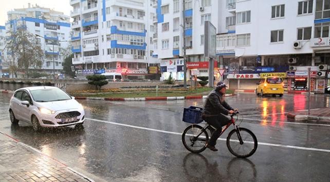"""Antalya Valiliğinden """"okullar tatil değil"""" uyarısı"""