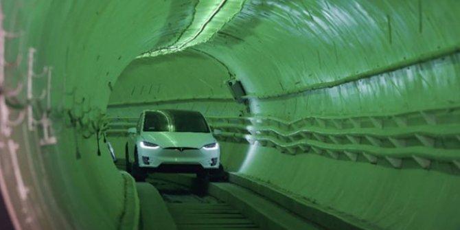 Elon Musk, yüksek hızla ulaşımda çığır açması beklenen yeraltı tünelinin açılışını yaptı!