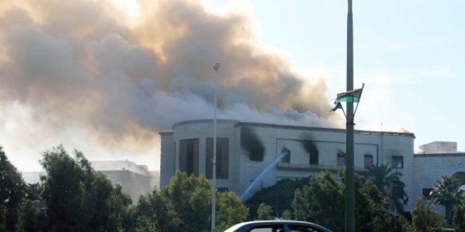Son dakika... Libya'da Dışişleri Bakanlığı binasına silahlı saldırı....