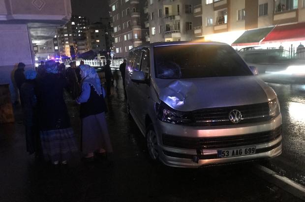 Rize'de minibüs yayalara çarptı: 2 yaralı