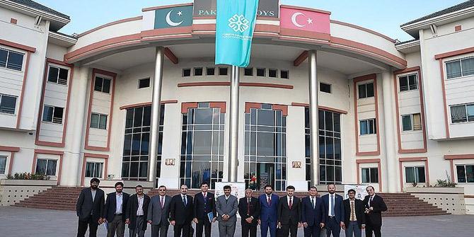 Pakistan'daki FETÖ okullarının TMV'ye devri tamamlandı