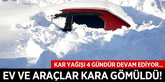 Bitlis'te ev ve araçlar kara gömüldü
